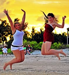 Some of you may jump for joy to learn we have extended our entry deadline to Tuesday, Sept. 3rd. That gives you more time to find the perfect vacation photo to upload for a chance to win $1250! Yippee! http://woobox.com/scssim