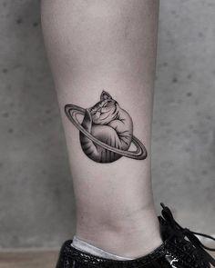 Newtattoo_akiwong ink life tattoos, cat tattoo и animal tatt Mini Tattoos, Leg Tattoos, Sleeve Tattoos, Dragon Tattoos, Cute Tattoos For Women, Cool Small Tattoos, Cool Tattoos, Small Tattoos For Guys, Tattoo Life