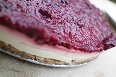 "No bake yogurt ""cheese""cake with raspberry topping I Finns Foods"