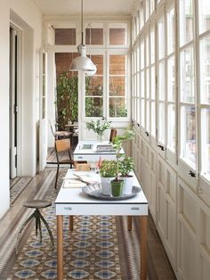 Modern, yet traditional, sun room. Seems like an inspirational work space. Design/Image by AVP Architect View Products by Imasoto.