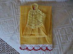Bate mão amarelo, feito em tecido 100% algodão, barra e cabeça de croche trabalhado em linha cléa 1000. Peça única. R$ 12,00