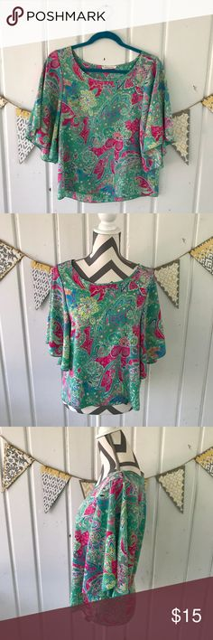 Newbury Kustom USA Floral Flutter Sleeve Top This gorgeous top screams spring with its bright colors and flutter sleeves. It is in excellent condition. Tops