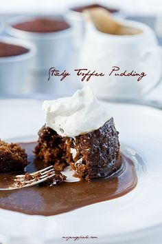 Sicky toffee pudding (ciasto daktylowe z sosem toffi)… Sweet Desserts, Just Desserts, Date Cake, Sticky Toffee Pudding, Baked Goods, Sweet Treats, Food And Drink, Sweets, Baking
