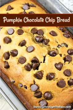 Pumpkin Chocolate Chip Bread This pumpkin bread is about to be your favorite fall recipe! A pumpkin Fruit Recipes, Fall Recipes, Gourmet Recipes, Dessert Recipes, Pumpkin Recipes, Cookbook Recipes, Cooking Recipes, Pumpkin Chocolate Chip Bread, Pumpkin Bread