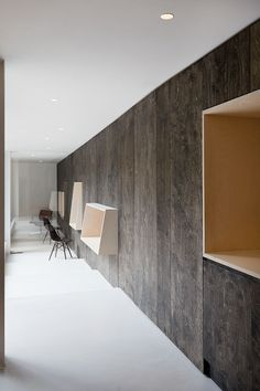 Simple, Elegant, just impossible to live in... And I confirm, it looks empty. BaksvanWengerden Architecten