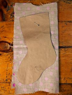 How to Make a No-Sew Burlap Christmas Stocking | how-tos | DIY