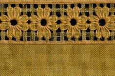 Flores a mano, detalle mantel de crochet. Hardanger Embroidery, Learn Embroidery, Embroidery Stitches, Hand Embroidery, Embroidery Designs, Chicken Scratch Embroidery, Swedish Weaving, Drawn Thread, Crochet Tablecloth