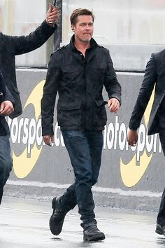 Brad Pitt looks much skinnier in rare appearance at 'Lost of City Z' premiere Brad Pitt Style, Oklahoma Usa, Street Style, Field Jacket, Men Dress, Men Casual, Hollywood, Mens Fashion, Guys