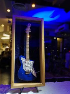 Flying Finn Finland 100-guitar visible in the window of the auction time Millbrook Music Ltd at the North Beach 22, 00170 Helsinki.  Auction ends 21.1.2018.