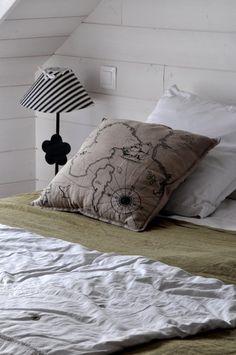 gite design en bord de mer binic - Les Maisons de Victoire Location Gite, Throw Pillows, Bed, Design, Welcome Home, Houses, Brittany, Everything, Cushions