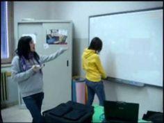 Gli studenti attivano e utilizzano la Lavagna Interattiva Multimediale nella classe 2Bss dell'istituto Iris Versari di Cesena