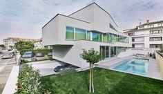 Impressionnante maison urbaine contemporaine et sa toiture végétalisée en France, MaHouse par Marc Formes - France #construiretendance
