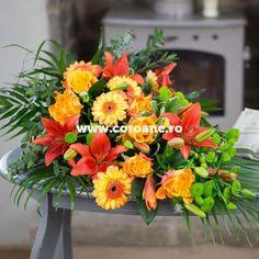 Jerba funerara crini portocalii si gerbera, o jerba aranjata sub forma unui buchet lacrima, realizat din cele mai proaspete flori de crini portocalii, gerbera, crizanteme si trandafiri proaspeti. Asiguram livrare buchete si jerbe funerara oriunde in Romania. Gerbera, Floral Wreath, Wreaths, Plants, Home Decor, Horsehair, Floral Crown, Decoration Home, Door Wreaths