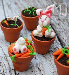 """Cupcakes de chocolate """"Conejitos de Pascua"""" / Chocolate cupcakes """"Easter bunny"""""""
