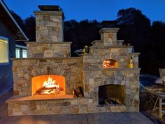 Mike Rogers Masonry assembled a gorgeous combo piece for their client -- complete with a Pizza Oven and integrated fireplace. What a gorgeous entertaining area for a Pizza Party and a relaxing glass of wine in front of the fire! Outdoor Fireplace Patio, Outdoor Stone Fireplaces, Outdoor Fireplace Designs, Fireplace Ideas, Pizza Oven Fireplace, Pizza Oven Outdoor, Home Pizza Oven, Brick Oven Outdoor, Outdoor Cooking Area
