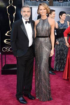 Stacy Keibler junto a Clooney marcando estilo en la alfombra roja de los oscar http://streetdetails.es/lo-mejor-de-la-alfombra-roja-de-los-oscar/