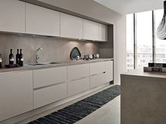 Linear kitchen with island by Arrital Modern Kitchen Cabinets, Kitchen Dinning, Modern Kitchen Design, Home Decor Kitchen, Interior Design Kitchen, Kitchen Furniture, New Kitchen, Taupe Kitchen, Luxury Kitchens