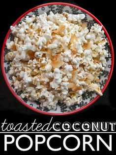 This Toasted Coconut Popcorn is so cool Stewart Benjamin - this would be great in the lunch box! Yummy Snacks, Delicious Desserts, Healthy Snacks, Yummy Food, Tasty, Healthy Eating, Popcorn Snacks, Popcorn Recipes, Snack Recipes