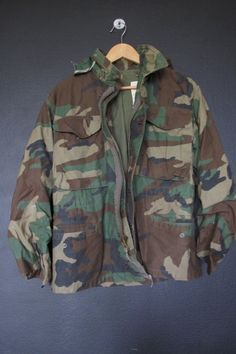 Vintage Camouflage Army Jacket. Size XS Zipper doesn't work, but has snap front closure. Measurements Pit to pit: 18.5 Back of collar to bottom hem: 27 Pit to cuff (sleeve length): 17 This jacket is in great vintage condition. We do our best to describe all items. All items are sold in As-Is
