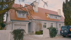 Dom Mai Popielarskiej Hgtv, Garage Doors, Outdoor Decor, Home Decor, Homemade Home Decor, Interior Design, Home Interiors, Decoration Home, Home Decoration