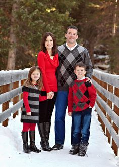 what to wear - families - family outfit inspiration winter, holiday Christmas red, black, grey Winter Family Pictures, Winter Photos, Holiday Photos, Christmas Photos, Family Pics, Winter Picture, Christmas Clothes, Family Photo Sessions, Family Posing
