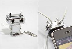 ROBOT HEADPHONE SPLITTER - http://www.gadgets-magazine.com/robot-headphone-splitter/