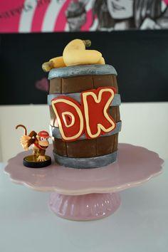 Donkey Kong Torte / Donkey Kong Cake / Nintendo cake  Lernt, wie ihr diese tolle Torte machen könnt, in meiner Youtube Ankeitung.