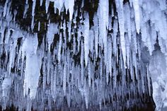 Lake Superior's magical ice caves lure thousands for rare visit (photos) : TreeHugger