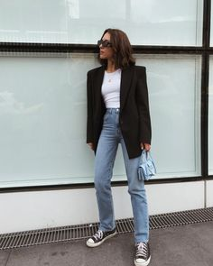 Super chic and cool ways to wear Converse: 12 looks you will love. Here's how to wear world's most popular trainers that simply don't go out of style. Converse Haute, Mode Converse, High Top Converse Outfits, Converse Fashion, Converse Style, Casual Blazer, Blazer Outfits, Boot Outfits, Trendy Outfits
