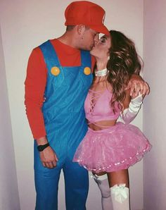 Couples Halloween Outfits, Couple Halloween Costumes For Adults, Halloween 2017, Couple Costumes, Disfraz Winnie Pooh, Peach Costume, Halloween Parejas, Peach Mario, Matching Costumes