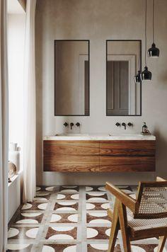 Scrub up GOOD. 👀🖤// This warm-yet-minimal bathroom design by is our kinda space. // Floor tile and vanity by Bathroom Interior, House Interior, Bathrooms Remodel, Home Remodeling, Bathroom Decor, Bathroom Design, Bathroom Tile Inspiration, Home Decor Accessories, Minimal Bathroom