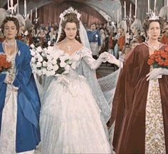 Princesa Sissi, Sydne Rome, Impératrice Sissi, Victorian Ball Gowns, Empress Sissi, Teresa Wright, Olivia De Havilland, Elisabeth, French Actress
