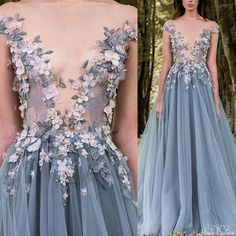 Paulo Sebastian Haute Couture The petals need to cover a BIT more. Evening Dresses, Prom Dresses, Formal Dresses, Wedding Dresses, Fantasy Dress, Beautiful Gowns, Dream Dress, Couture Fashion, Pretty Dresses