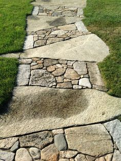 Garden paths Stone garden paths Patio stones Garden walkway Garden landscaping Stone walkway - Lots of folks are picking this fantastic layout for their slatewalkway - . Stone Garden Paths, Garden Stones, Walkway Garden, Stone Paths, Patio Stone, Stone Walkways, Unique Gardens, Beautiful Gardens, Backyard Landscaping