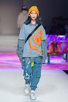 Mishka Ready To Wear Fall Winter 2019 Shanghai Asian Street Style, Japanese Street Fashion, Tokyo Fashion, Harajuku Fashion, Korean Fashion, Runway Fashion, Fashion Trends, Tokyo Street Style, Seoul Fashion