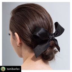 A black hair bow has added sophistication and interest to this simple hairstyle 💁🏼♀️. Do you agree? #hairribbon #blackbow #hairbowsforsale #mane #maneaddicts #maneinterest #hairbunstyle #hairbun #hairbuns #brunette #brunettehair #simplehairstyles #simplebow #milliner #millinery #weddinghair #weddinghairstyles Ribbon Hairstyle, Ponytail Hairstyles, Bridal Hairstyles, Formal Ponytail, Black Hair Bows, Hair Ribbons, Different Hairstyles, About Hair, Black Women Hairstyles