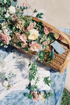 Secret Garden Wedding Inspiration At Balboa Park. Photo: @iamlatreuo_photo Pastel Wedding Colors, Mini Wedding Cakes, Unity Ceremony, French Girl Style, Garden Wedding Inspiration, Real Couples, Brie, Wedding Trends, Funeral