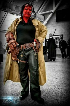Femme Hellboy cosplay by Julie Morrisroe (click for more pictures)