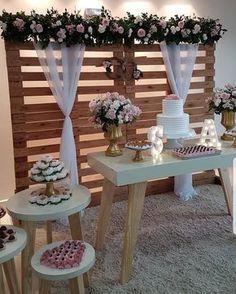 Noivado simples: como organizar um evento especial e inesquecível Outdoor Wedding Decorations, Backdrop Decorations, Bridal Shower Decorations, Birthday Decorations, Backdrops, Wedding Stage, Our Wedding, Event Decor, Rustic Wedding