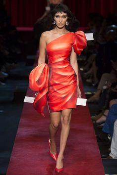 Semana de la Moda de Milán P/V 2017: fotos de los mejores looks - Moschino vestido rojo