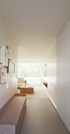*Minimal hallways* - Some gorgeous minimalism from Interieur architect Frederic Kielemoes. Minimal Home, Minimalist Home Decor, Minimalist Interior, Minimal Living, Interior Exterior, Interior Architecture, Tv Wand, Cosy Home, Inspiration Design