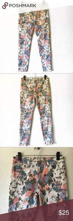"Buffalo Floral Jeans Buffalo Jeans  5 pocket style, front zip with button fly. White ankle skinny jeans with floral print and ankle zippers.   68% cotton 30% polyester 2% spandex.  All measurements are approx:  Waist: 28"" Inseam: 27"" Buffalo David Bitton Pants Skinny"