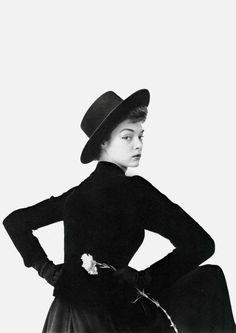 3623b2e1 Jean Patchett photographed by Irving Penn, 1950. Irving Penn, Vogue Covers,  High