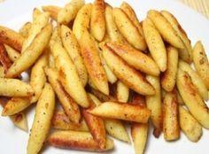 Schupfnudeln (Grundrezept) 700 g mehlig kochende Kartoffeln 100 g Mehl 1 Ei 1 Eigelb Salz und Pfeffer