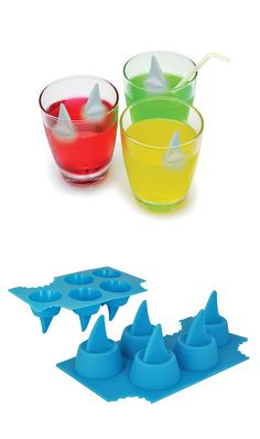 Shark Fin Ice Tray Set - the kids will love these! Can see my boys putting them in the kiddie pool too lol