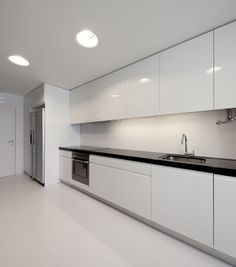 Classic Glossy White Delightful Apartment Kitchen Decoration