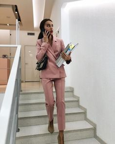 Find images and videos about phone, work and suit on We Heart It - the app to get lost in what you love. Business Casual Outfits, Professional Outfits, Business Attire, Office Outfits, Business Fashion, Business Women, Trendy Outfits, Classy School Outfits, Business Professional Women