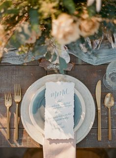 Oyster Shell And Driftwood Beach Wedding Inspiration wedding inspiration Intimate Wedding On Driftwood Beach In Jekyll Island Driftwood Wedding, Driftwood Beach, Rustic Wedding, Trendy Wedding, Nautical Wedding, Beach Wedding Tables, Beach Wedding Decorations, Table Decorations, Beach Centerpieces