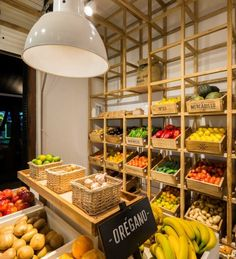 Supermarket design, fruit shop и vegetable shop. Juice Bar Interior, Mini Mercado, Fruit And Veg Shop, Vegetable Shop, Supermarket Design, Farm Store, Fruit Stands, Fruit Displays, Restaurant Design