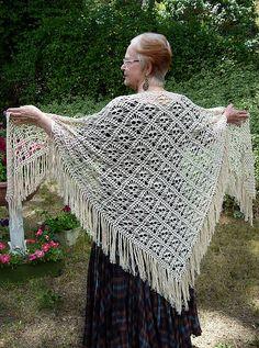 Ravelry: Skull shawl/Döskallesjal pattern by kungen och majkis